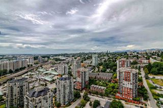 """Photo 3: 3707 888 CARNARVON Street in New Westminster: Downtown NW Condo for sale in """"MARINUS TOWER"""" : MLS®# R2380630"""