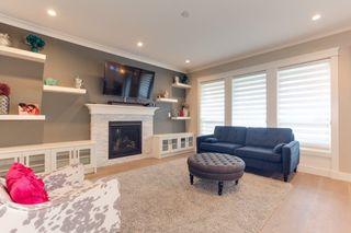 Photo 3: 20399 HARTNELL Avenue in Maple Ridge: Northwest Maple Ridge House for sale : MLS®# R2382079