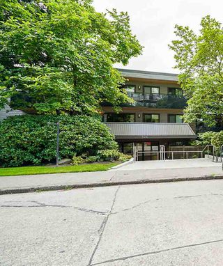 Photo 1: 105 2416 W 3RD Avenue in Vancouver: Kitsilano Condo for sale (Vancouver West)  : MLS®# R2470708