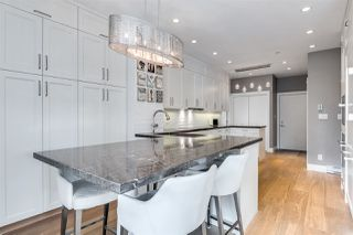 Main Photo: 401 118 W 22ND STREET in North Vancouver: Central Lonsdale Condo for sale : MLS®# R2471039