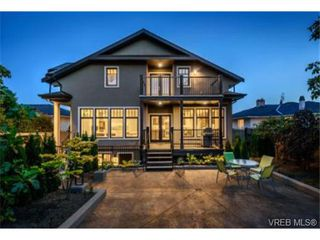 Photo 2: 2162 Neil Street in VICTORIA: OB Henderson Single Family Detached for sale (Oak Bay)  : MLS®# 353542