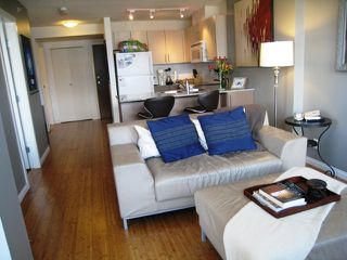 "Photo 4: 2005 550 TAYLOR Street in Vancouver: Downtown VW Condo for sale in ""Taylor"" (Vancouver West)  : MLS®# R2073909"