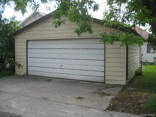 Photo 2: 631 Chalmers Avenue in Winnipeg: East Kildonan Residential for sale (North East Winnipeg)  : MLS®# 1614752