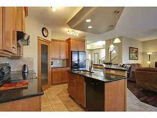 Photo 5: 276 VALLEY CREST Rise NW in Calgary: 2 Storey for sale : MLS®# C3560985