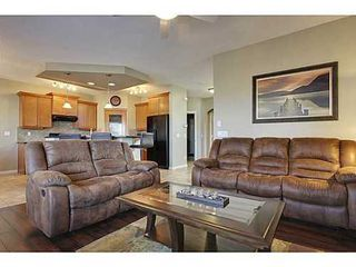 Photo 8: 276 VALLEY CREST Rise NW in Calgary: 2 Storey for sale : MLS®# C3560985