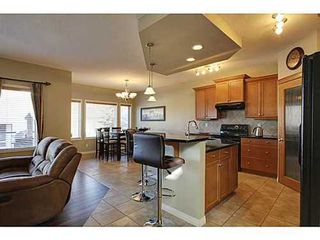 Photo 3: 276 VALLEY CREST Rise NW in Calgary: 2 Storey for sale : MLS®# C3560985