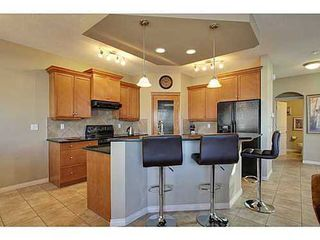 Photo 4: 276 VALLEY CREST Rise NW in Calgary: 2 Storey for sale : MLS®# C3560985