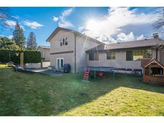 Photo 1: 2232 GUILFORD Drive in Abbotsford: Abbotsford East House for sale : MLS®# R2145802