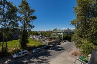 Photo 4: 317 10180 153RD Street in Surrey: Guildford Condo for sale (North Surrey)  : MLS®# R2192016