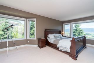 "Photo 13: 35917 STONECROFT Place in Abbotsford: Abbotsford East House for sale in ""Mountain meadows"" : MLS®# R2193012"
