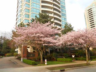 Photo 1: 805 6611 SOUTHOAKS CRESCENT in Burnaby: Highgate Condo for sale (Burnaby South)  : MLS®# R2156416