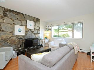 Photo 2: 943 Inskip St in VICTORIA: Es Kinsmen Park Half Duplex for sale (Esquimalt)  : MLS®# 780185