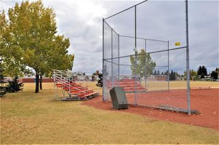 Photo 36: 15 WESTVIEW Drive SW in Calgary: Westgate House for sale : MLS®# C4173447