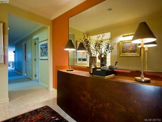 Photo 3: 604 636 Montreal St in VICTORIA: Vi James Bay Condo Apartment for sale (Victoria)  : MLS®# 559334