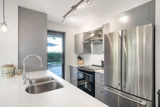 Photo 7: 301 306 SIXTH Street in New Westminster: Uptown NW Condo for sale : MLS®# R2290004