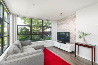 Photo 3: 301 306 SIXTH Street in New Westminster: Uptown NW Condo for sale : MLS®# R2290004