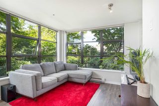 Photo 2: 301 306 SIXTH Street in New Westminster: Uptown NW Condo for sale : MLS®# R2290004