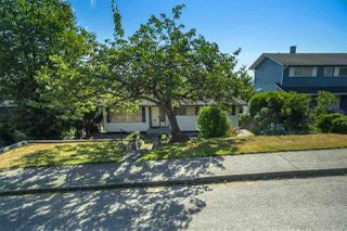 Photo 2: 536 GARFIELD Street in New Westminster: The Heights NW House for sale : MLS®# R2293564