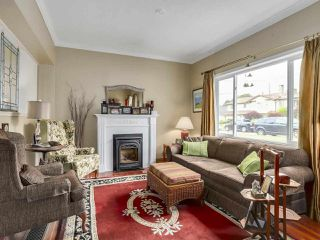 "Photo 2: 212 BLACKMAN Street in New Westminster: GlenBrooke North House for sale in ""GLENBROOKE NORTH"" : MLS®# R2329737"