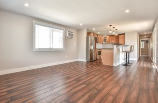 """Photo 7: 31 2035 MARTENS Street in Abbotsford: Poplar Manufactured Home for sale in """"Maplewood Estates"""" : MLS®# R2344599"""