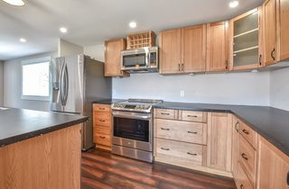 """Photo 5: 31 2035 MARTENS Street in Abbotsford: Poplar Manufactured Home for sale in """"Maplewood Estates"""" : MLS®# R2344599"""