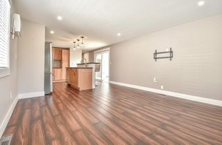 """Photo 10: 31 2035 MARTENS Street in Abbotsford: Poplar Manufactured Home for sale in """"Maplewood Estates"""" : MLS®# R2344599"""