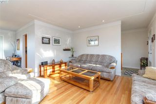 Photo 8: 704 Brookridge Place in VICTORIA: SW Northridge Single Family Detached for sale (Saanich West)  : MLS®# 408356