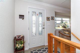 Photo 7: 704 Brookridge Place in VICTORIA: SW Northridge Single Family Detached for sale (Saanich West)  : MLS®# 408356