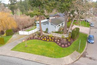 Photo 2: 704 Brookridge Place in VICTORIA: SW Northridge Single Family Detached for sale (Saanich West)  : MLS®# 408356