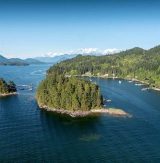 """Main Photo: DL 1428 SHELTER Island in Gibsons: Gibsons & Area House for sale in """"Shelter Island"""" (Sunshine Coast)  : MLS®# R2366242"""