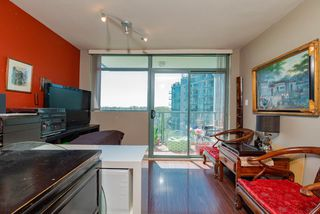 Photo 3: 802 2763 CHANDLERY Place in Vancouver: Fraserview VE Condo for sale (Vancouver East)  : MLS®# R2367614
