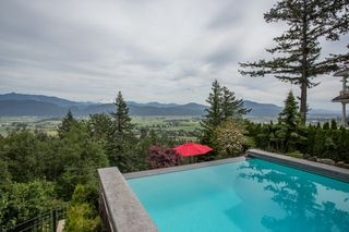 "Photo 16: 2434 JONQUIL Court in Abbotsford: Abbotsford East House for sale in ""Eagle Mountain"" : MLS®# R2380207"