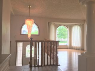 Photo 3: 7915 164 Avenue in Edmonton: Zone 28 House for sale : MLS®# E4161736