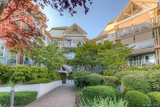 Photo 2: 309 490 Marsett Place in VICTORIA: SW Royal Oak Condo Apartment for sale (Saanich West)  : MLS®# 414478