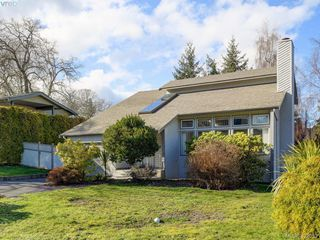 Photo 2: 1592 Thelma Place in VICTORIA: SE Mt Doug Single Family Detached for sale (Saanich East)  : MLS®# 422052