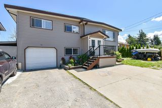 Photo 1: 7668 CEDAR STREET in Mission: Mission BC House for sale : MLS®# R2474915
