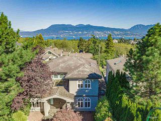 Photo 1: 3853 W 12TH Avenue in Vancouver: Point Grey House for sale (Vancouver West)  : MLS®# R2497216