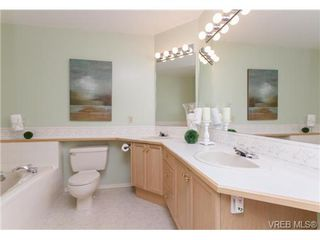Photo 10: 301 510 Marsett Pl in VICTORIA: SW Royal Oak Row/Townhouse for sale (Saanich West)  : MLS®# 684520