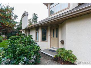 Photo 3: 301 510 Marsett Pl in VICTORIA: SW Royal Oak Row/Townhouse for sale (Saanich West)  : MLS®# 684520