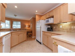 Photo 7: 301 510 Marsett Pl in VICTORIA: SW Royal Oak Row/Townhouse for sale (Saanich West)  : MLS®# 684520