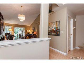 Photo 4: 301 510 Marsett Pl in VICTORIA: SW Royal Oak Row/Townhouse for sale (Saanich West)  : MLS®# 684520