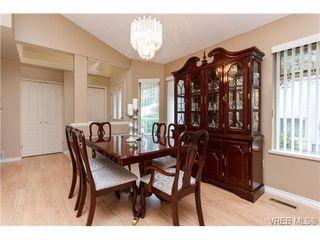 Photo 5: 301 510 Marsett Pl in VICTORIA: SW Royal Oak Row/Townhouse for sale (Saanich West)  : MLS®# 684520