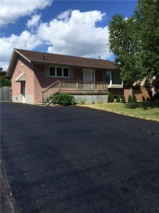 Photo 1: 371 Meadowbrook (Upper) Drive in Milton: Old Milton House (Bungalow) for lease : MLS®# W3562478