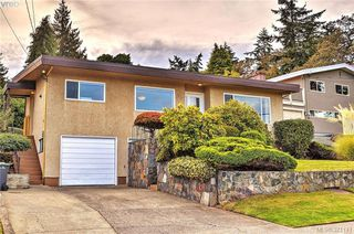 Photo 2: 869 Rockheights Ave in VICTORIA: Es Rockheights House for sale (Esquimalt)  : MLS®# 744469