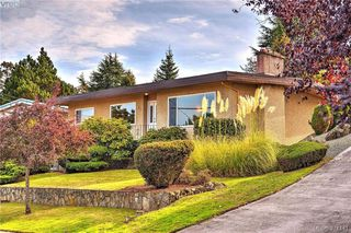 Photo 1: 869 Rockheights Ave in VICTORIA: Es Rockheights House for sale (Esquimalt)  : MLS®# 744469