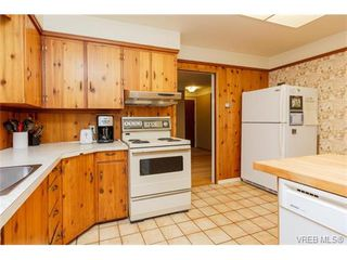 Photo 9: 425 Tipton Ave in VICTORIA: Co Wishart South House for sale (Colwood)  : MLS®# 753369