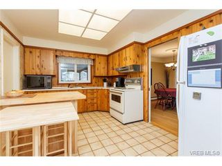 Photo 8: 425 Tipton Ave in VICTORIA: Co Wishart South House for sale (Colwood)  : MLS®# 753369