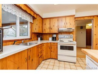 Photo 10: 425 Tipton Ave in VICTORIA: Co Wishart South House for sale (Colwood)  : MLS®# 753369