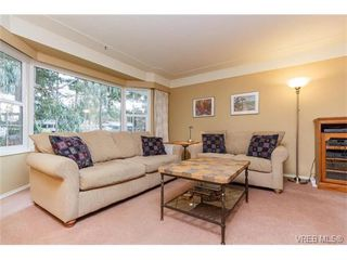 Photo 3: 425 Tipton Ave in VICTORIA: Co Wishart South House for sale (Colwood)  : MLS®# 753369