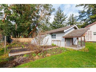 Photo 20: 425 Tipton Ave in VICTORIA: Co Wishart South House for sale (Colwood)  : MLS®# 753369